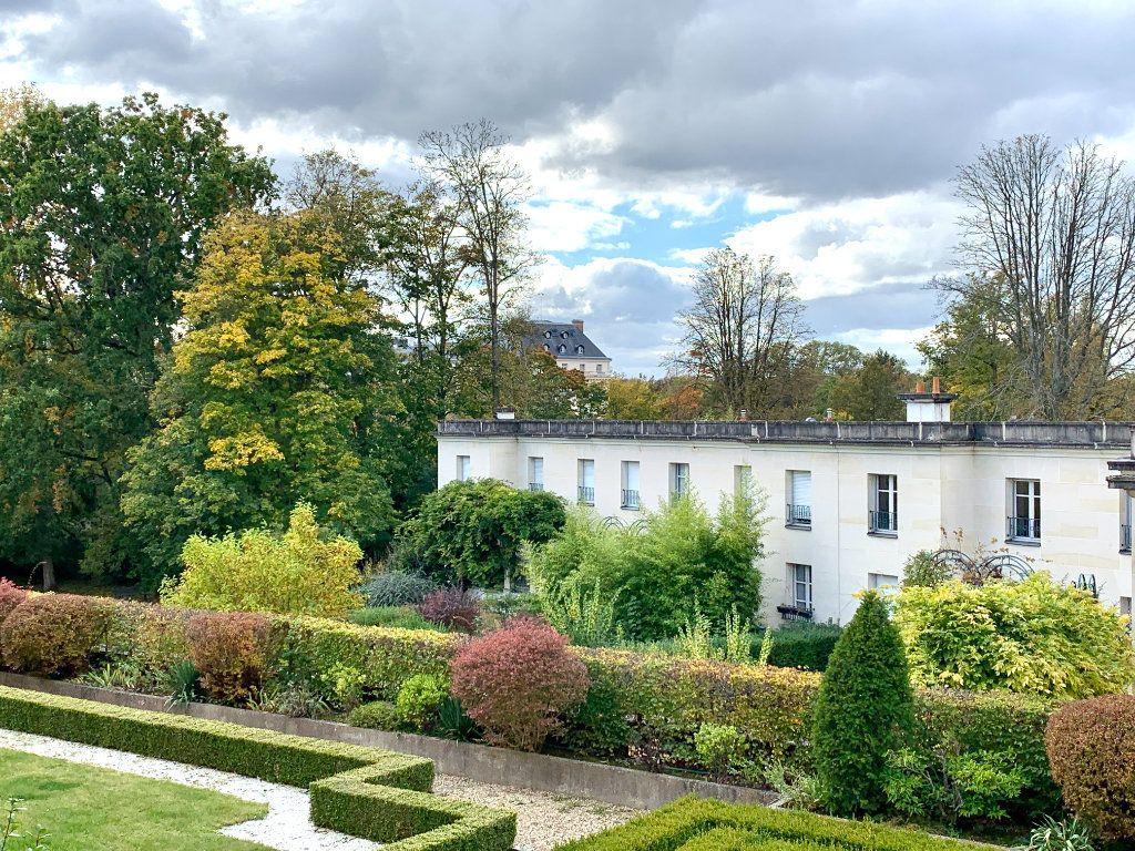 Appartement à vendre 4 90.45m2 à Versailles vignette-2