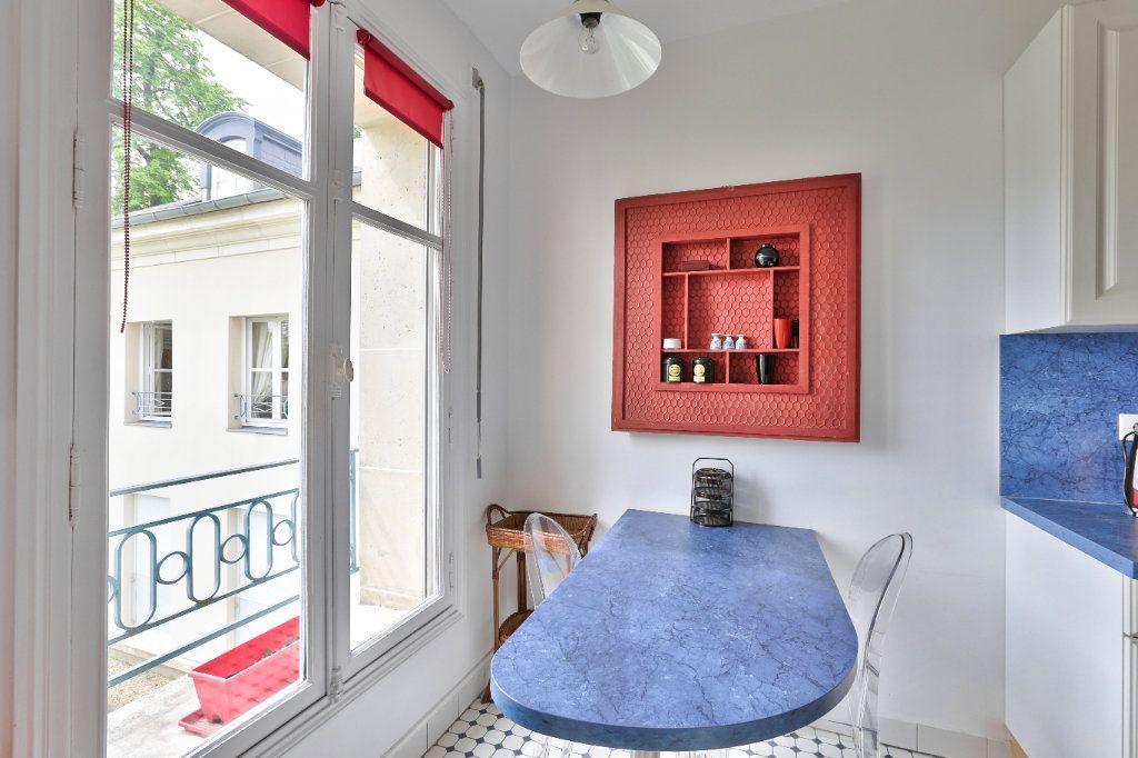 Appartement à vendre 4 90.45m2 à Versailles vignette-8