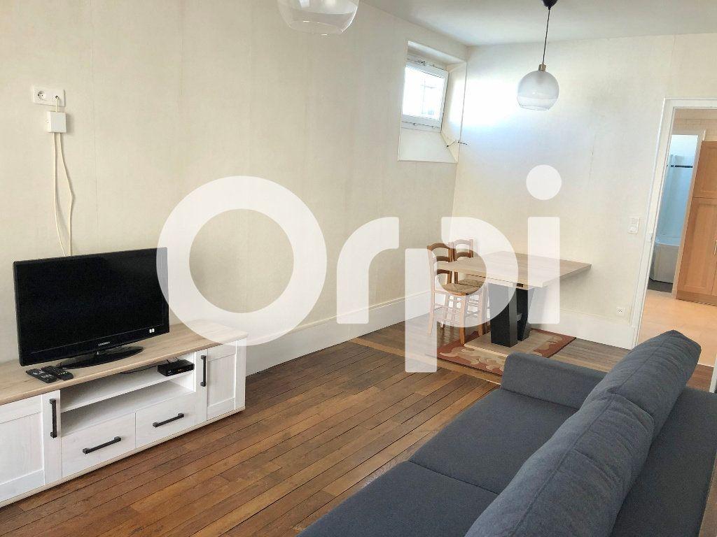 Appartement à louer 3 59.87m2 à Versailles vignette-2