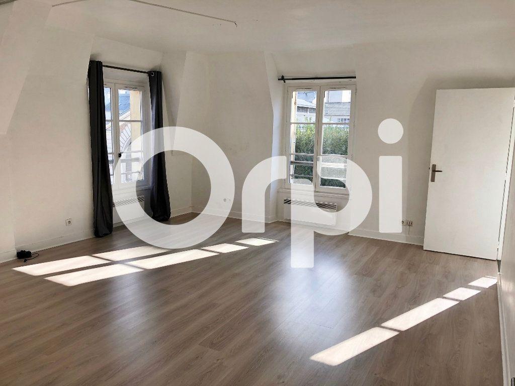 Appartement à louer 1 43m2 à Versailles vignette-1