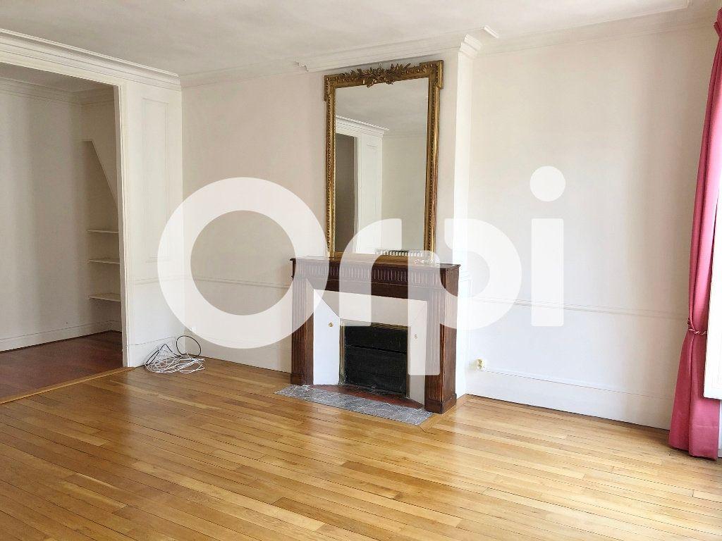 Appartement à louer 3 88m2 à Versailles vignette-2