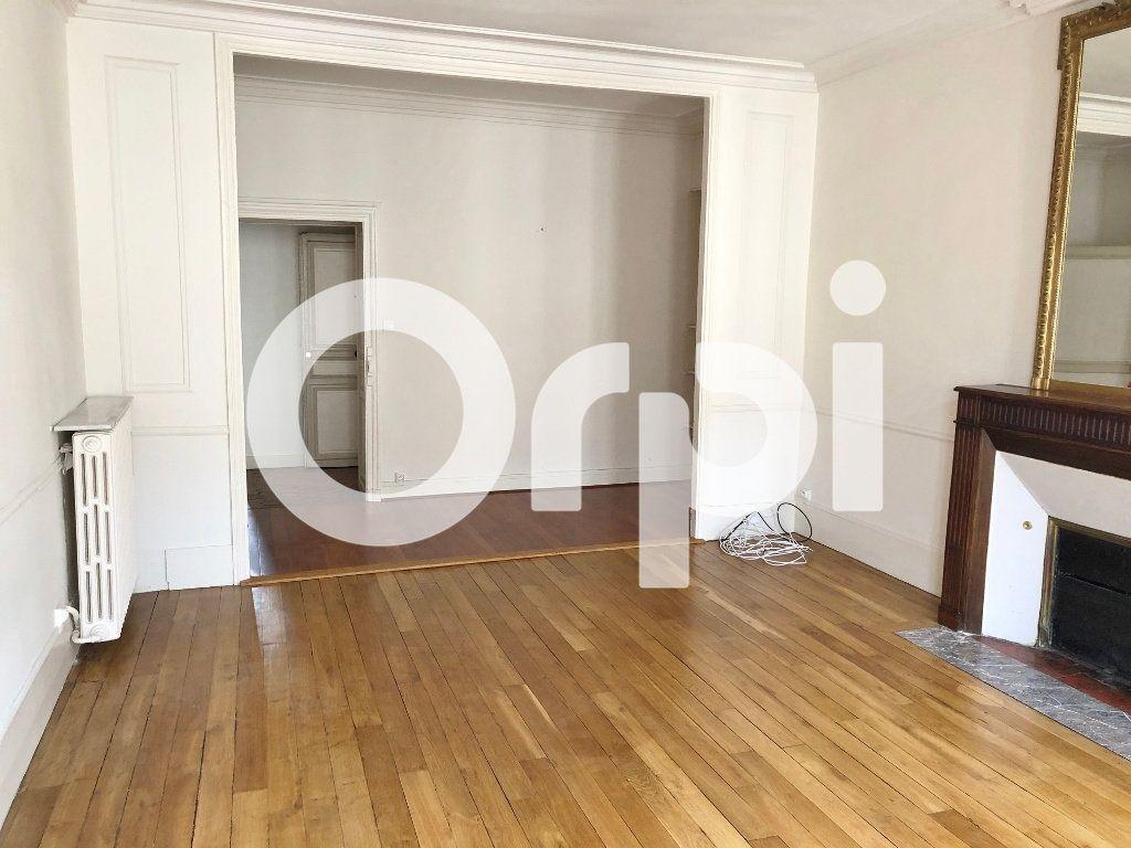 Appartement à louer 3 88m2 à Versailles vignette-3