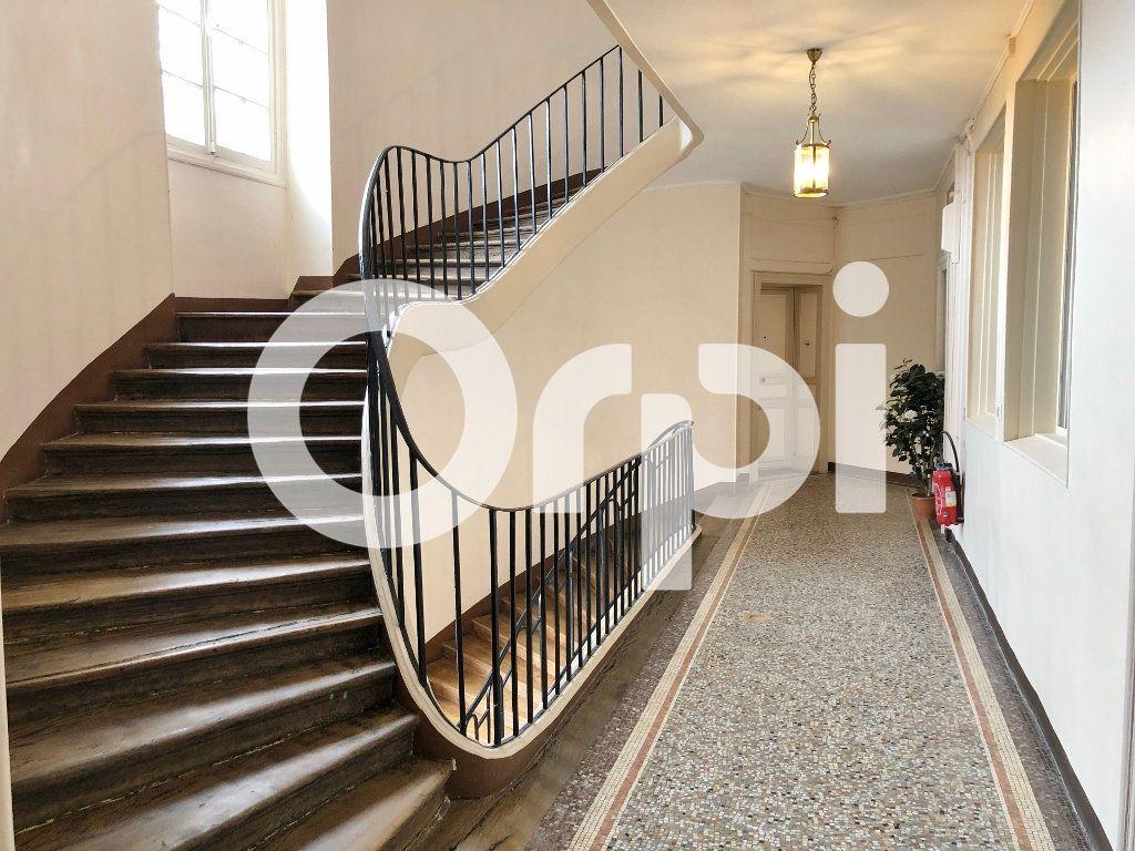 Appartement à louer 3 88m2 à Versailles vignette-8