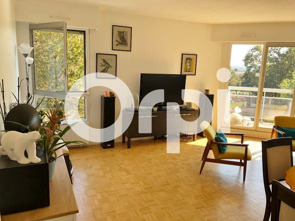Appartement à louer 4 84.91m2 à Le Chesnay vignette-1