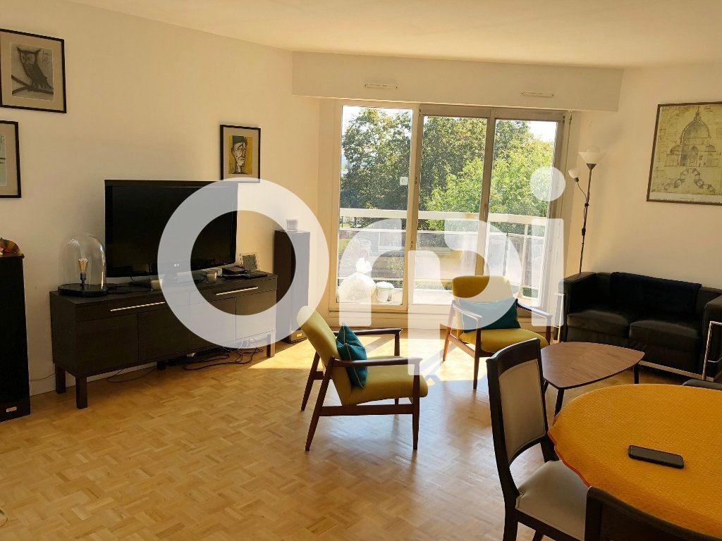 Appartement à louer 4 84.91m2 à Le Chesnay vignette-2