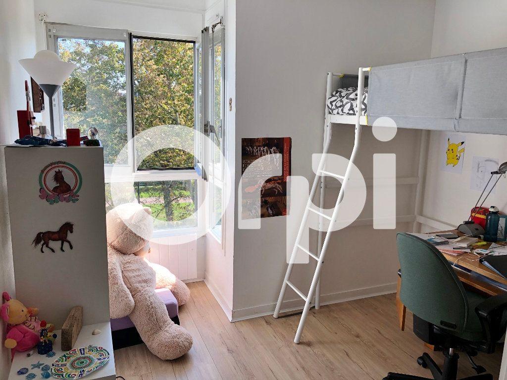 Appartement à louer 4 84.91m2 à Le Chesnay vignette-5