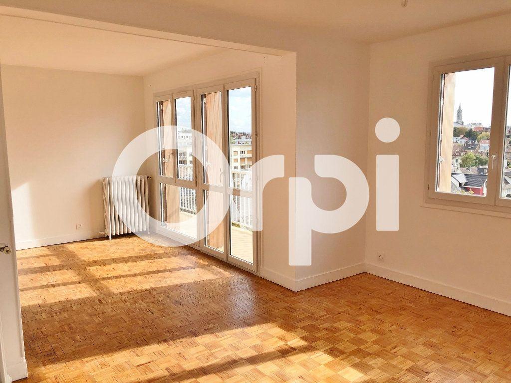 Appartement à louer 4 66.08m2 à Le Chesnay vignette-2