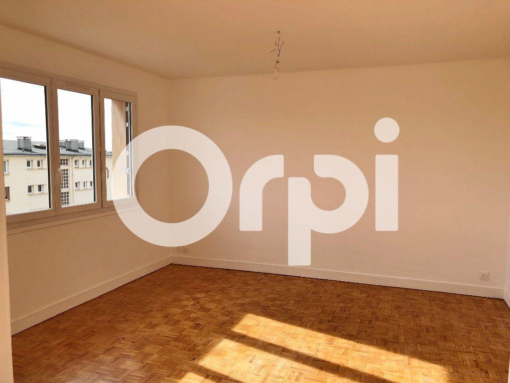 Appartement à louer 4 66.08m2 à Le Chesnay vignette-3