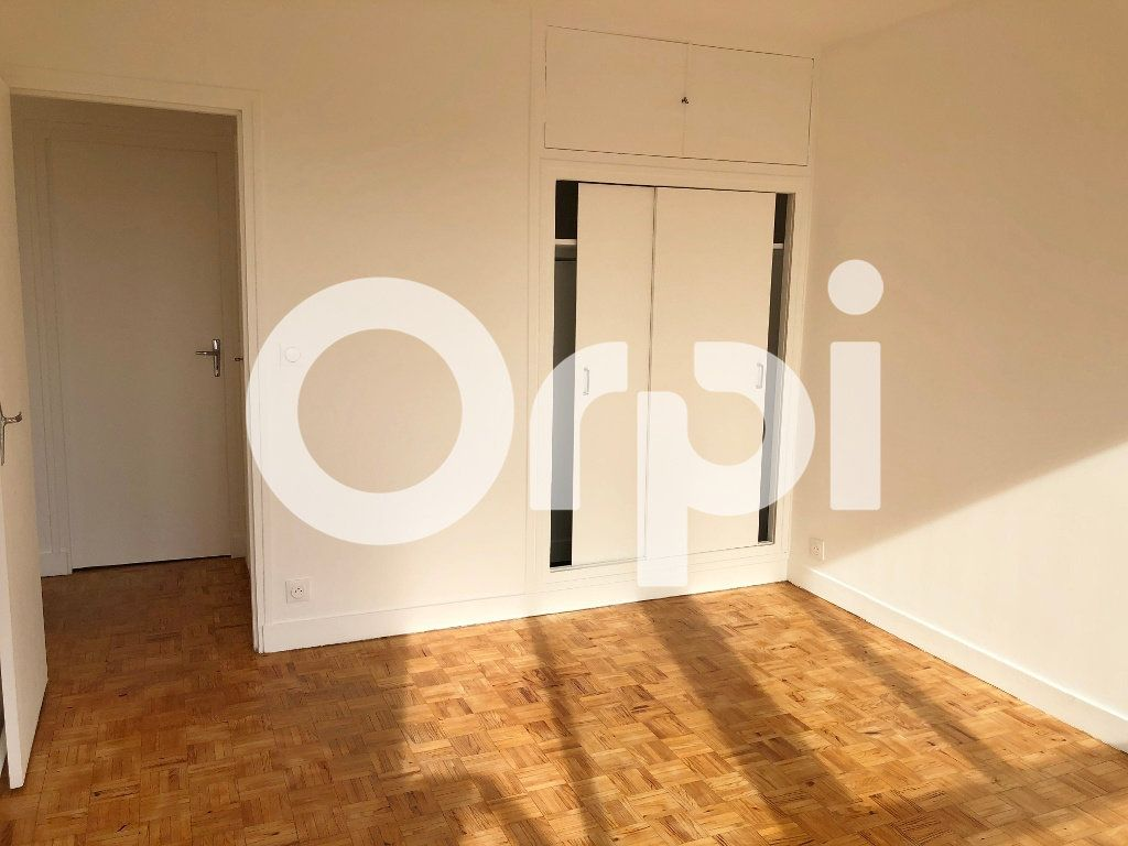 Appartement à louer 4 66.08m2 à Le Chesnay vignette-8