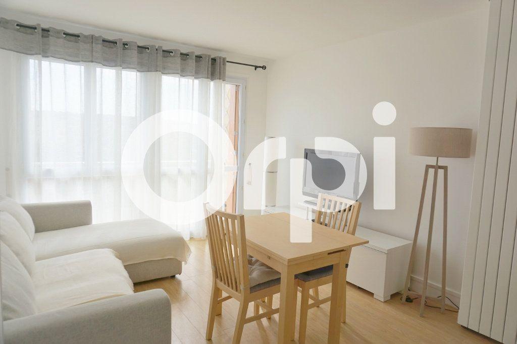 Appartement à louer 3 53.55m2 à Le Chesnay vignette-1