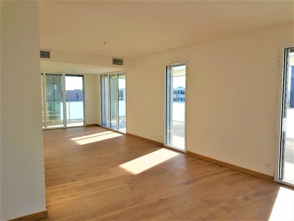 Appartement à vendre 5 156m2 à Castelnau-le-Lez vignette-2