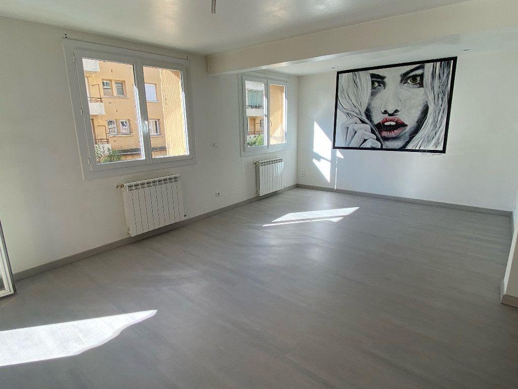Appartement à louer 3 70.43m2 à Montpellier vignette-1