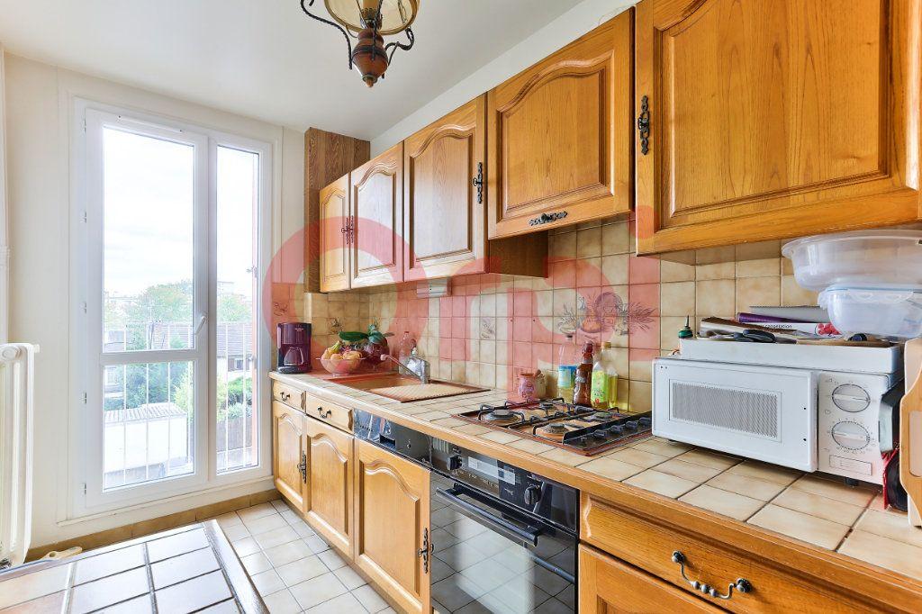 Appartement à vendre 4 69.86m2 à Villejuif vignette-4