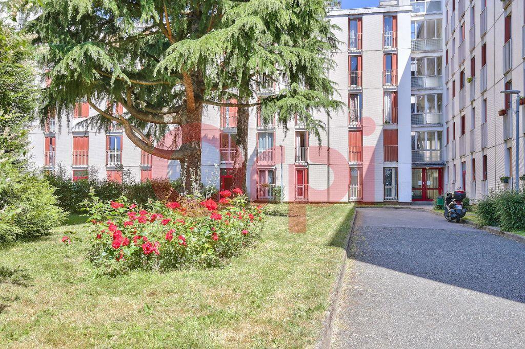 Appartement à vendre 4 69.86m2 à Villejuif vignette-9