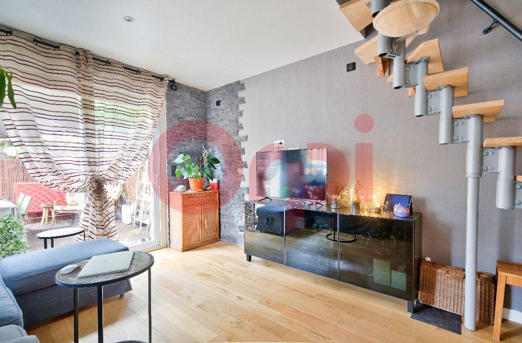 Appartement à vendre 4 72.07m2 à Villejuif vignette-2