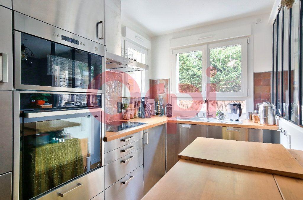 Appartement à vendre 4 72.07m2 à Villejuif vignette-3