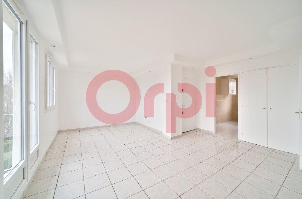 Appartement à louer 4 57.21m2 à Villejuif vignette-2