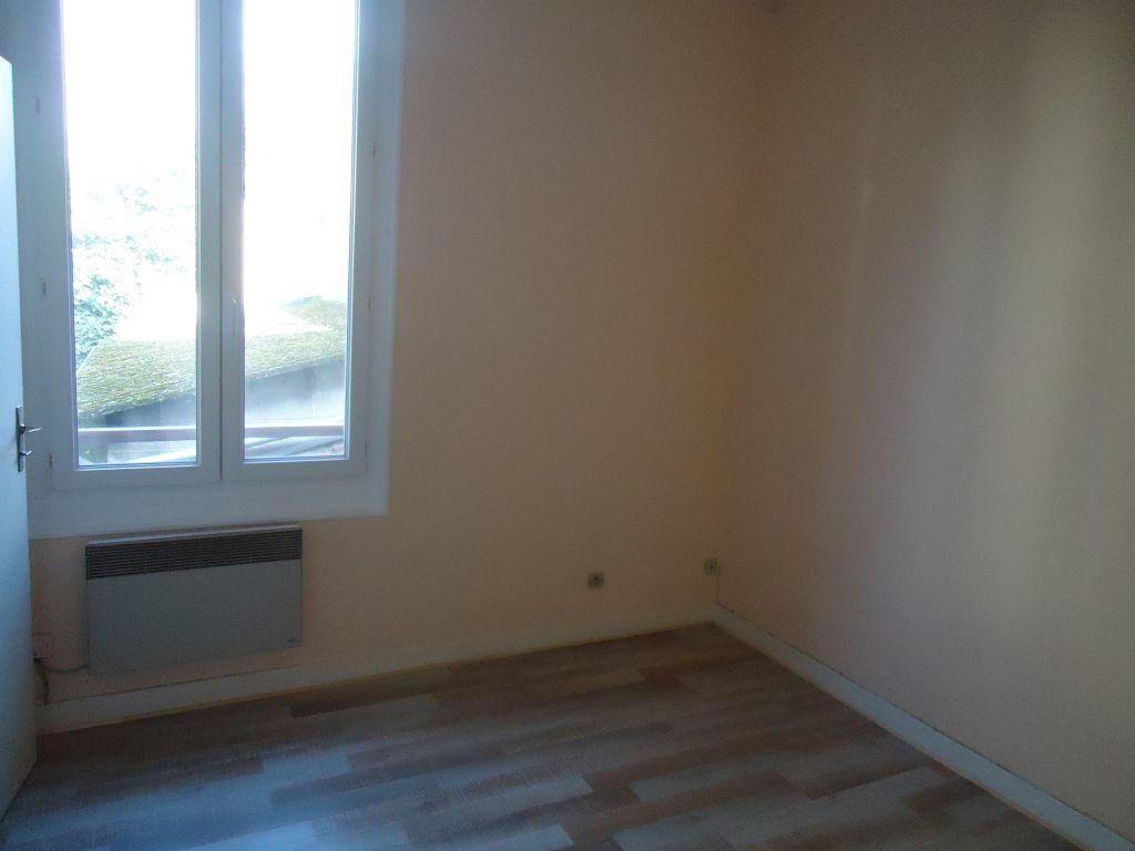 Appartement à louer 1 15.65m2 à Compiègne vignette-3