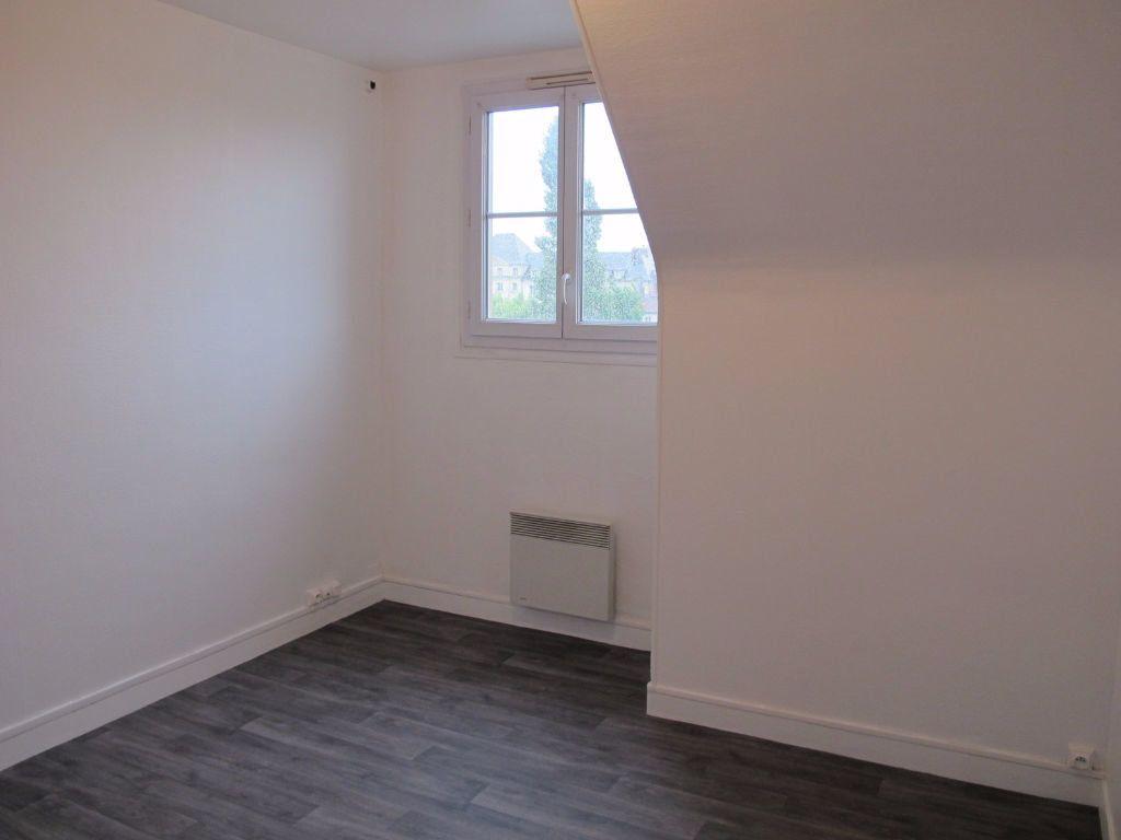 Appartement à louer 3 51.8m2 à Compiègne vignette-2