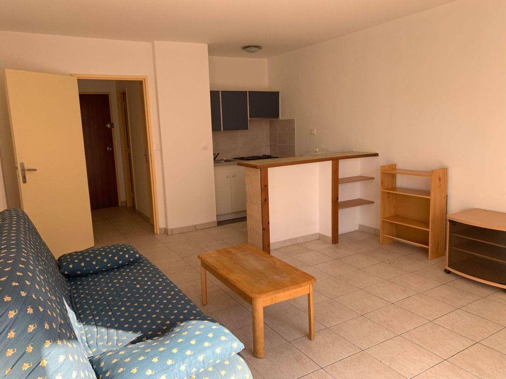 Appartement à louer 1 29.6m2 à Margny-lès-Compiègne vignette-3