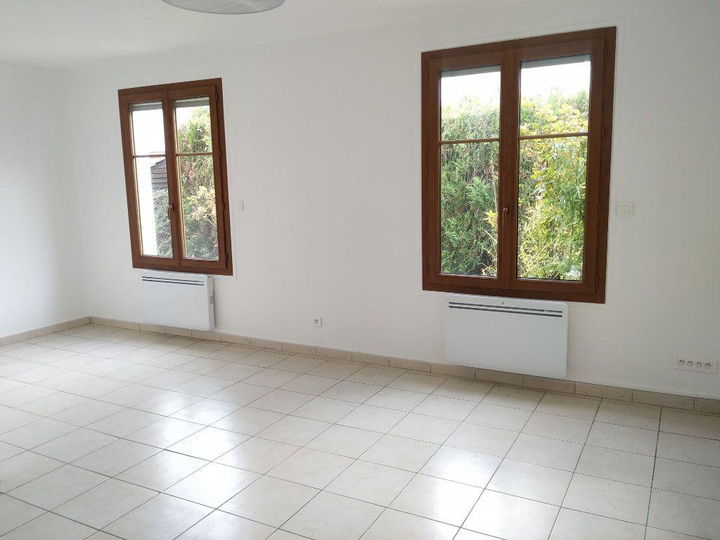Appartement à louer 3 68.16m2 à Compiègne vignette-2