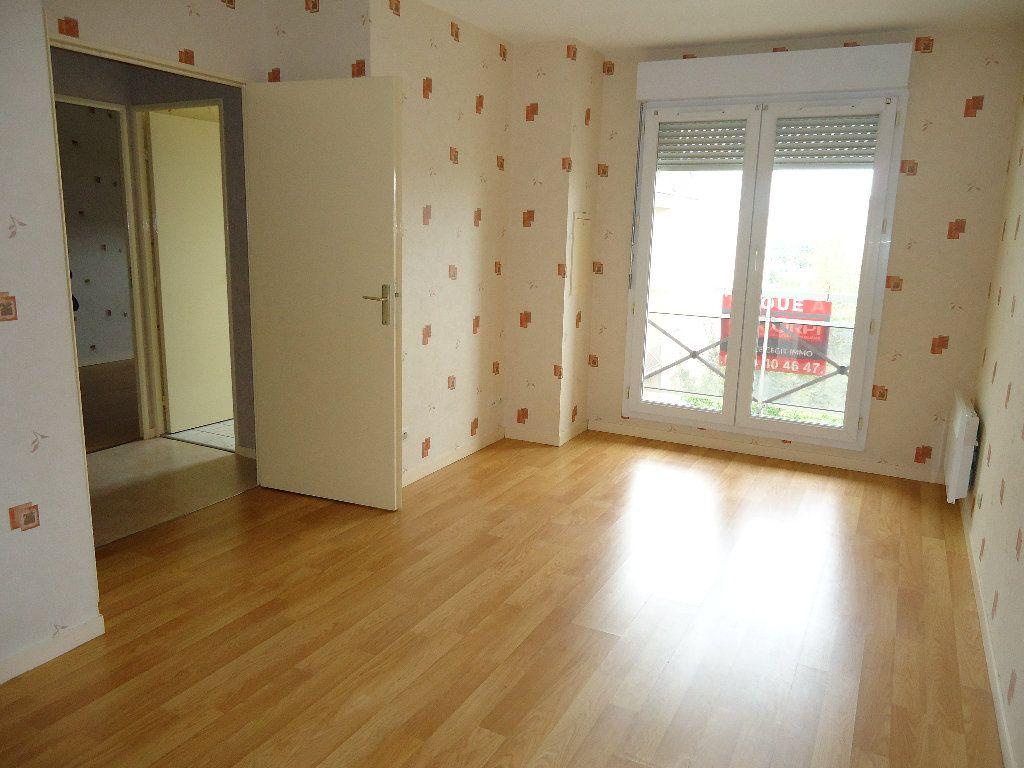 Appartement à louer 2 45.31m2 à Compiègne vignette-2