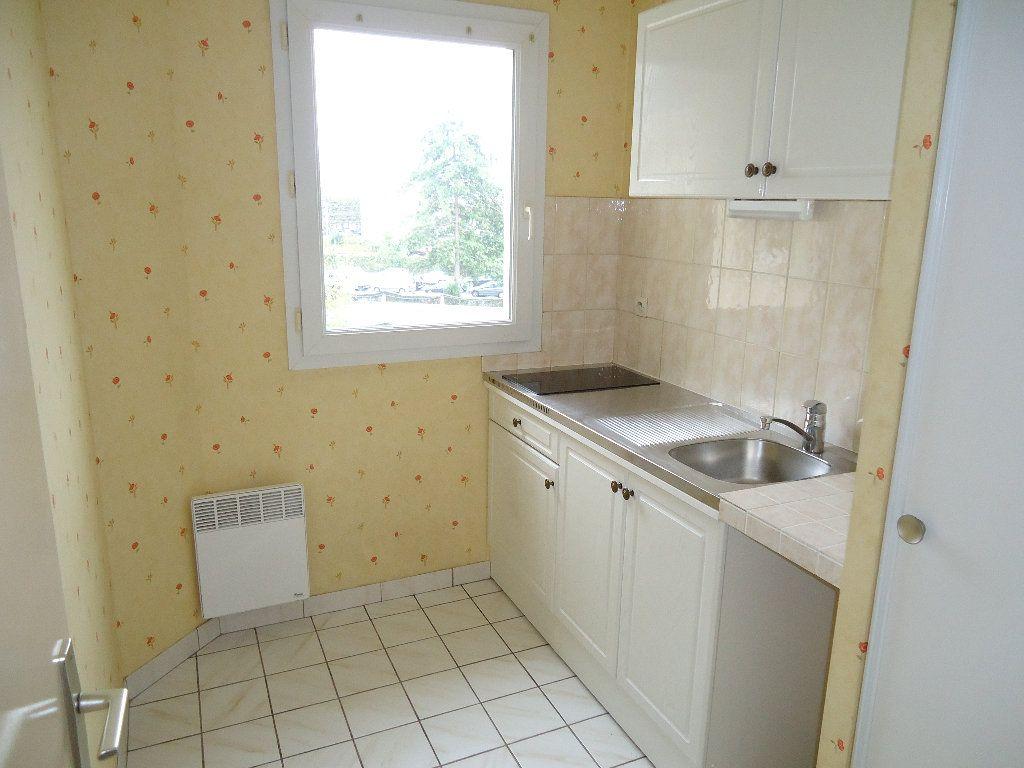 Appartement à louer 2 45.31m2 à Compiègne vignette-3