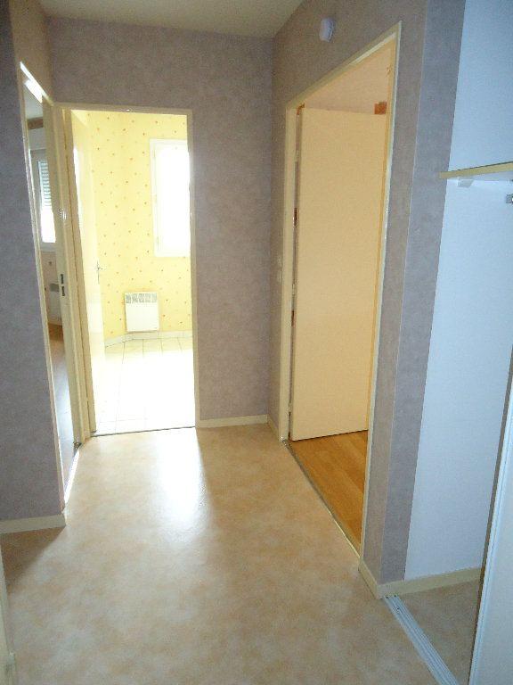 Appartement à louer 2 45.31m2 à Compiègne vignette-4
