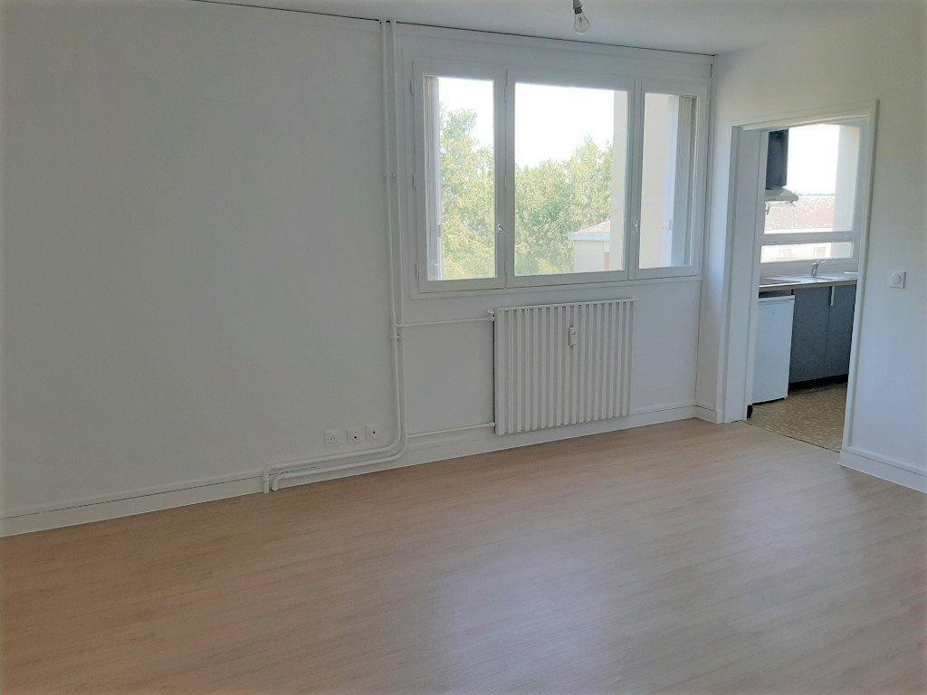 Appartement à louer 1 27.98m2 à Compiègne vignette-1