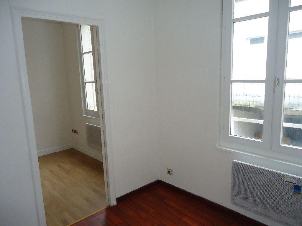 Appartement à louer 1 23.88m2 à Compiègne vignette-2