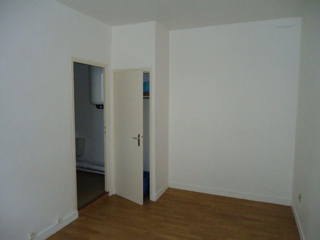 Appartement à louer 1 23.88m2 à Compiègne vignette-3