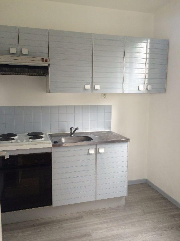 Appartement à louer 1 33m2 à Compiègne vignette-1