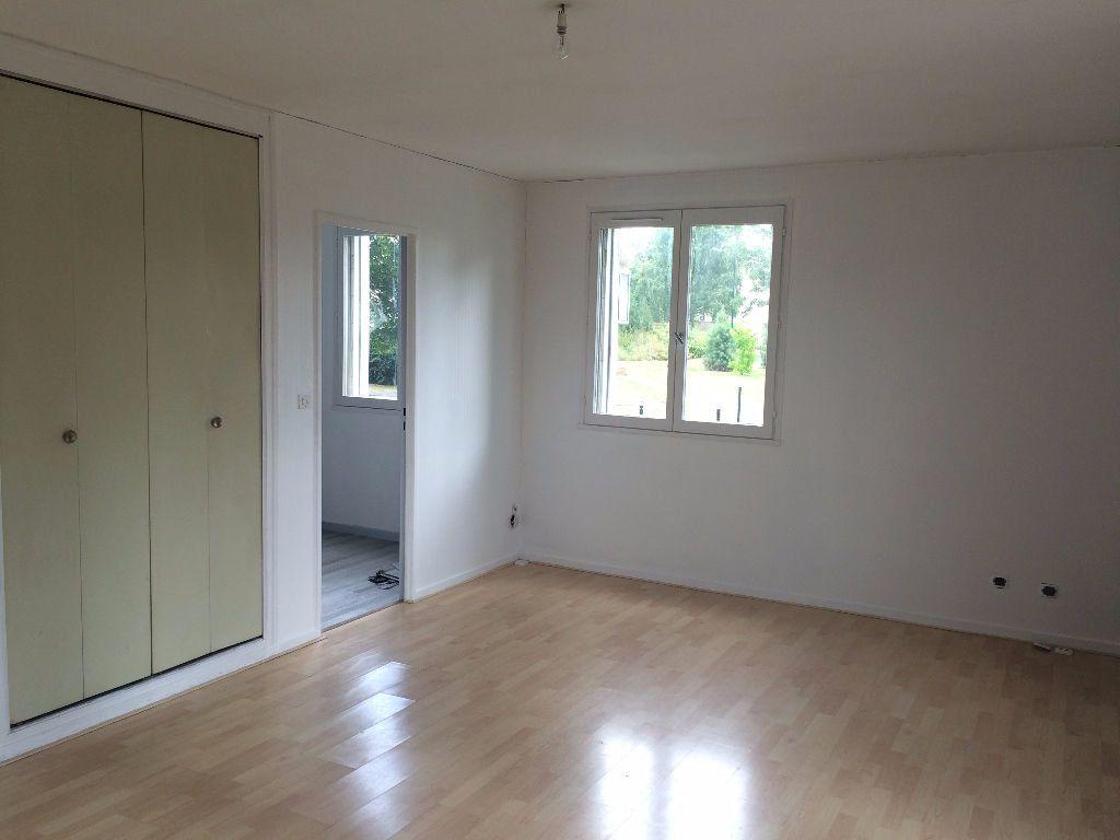 Appartement à louer 1 33m2 à Compiègne vignette-3