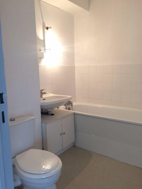 Appartement à louer 1 33m2 à Compiègne vignette-4
