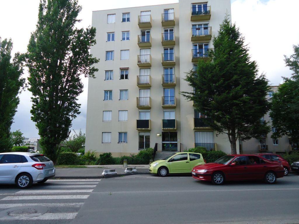 Appartement à louer 1 33m2 à Compiègne vignette-6