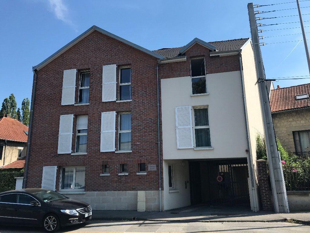 Appartement à louer 1 21m2 à Compiègne vignette-1