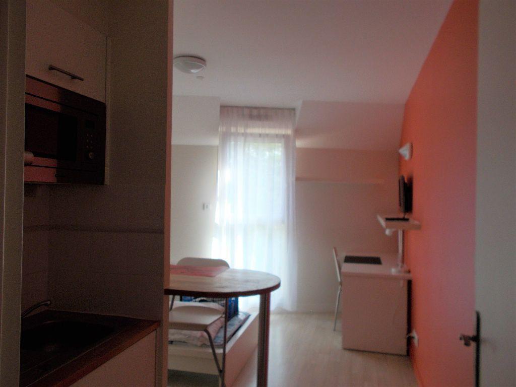 Appartement à louer 1 23m2 à Compiègne vignette-1