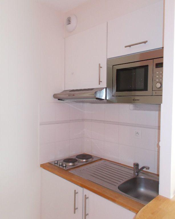 Appartement à louer 1 23m2 à Compiègne vignette-2