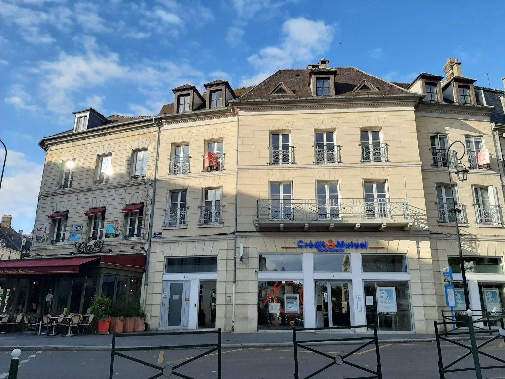 Appartement à louer 5 156.45m2 à Compiègne vignette-1