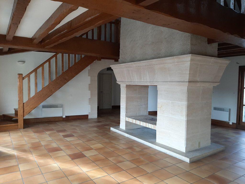 Appartement à louer 5 156.45m2 à Compiègne vignette-2