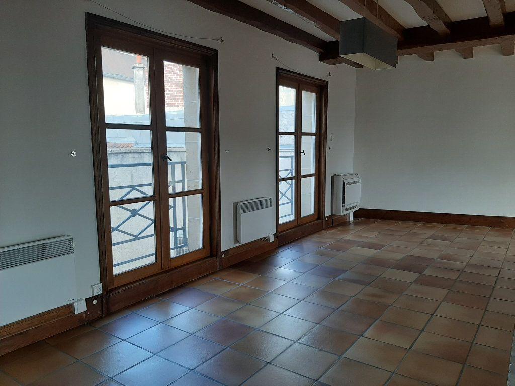 Appartement à louer 5 156.45m2 à Compiègne vignette-8