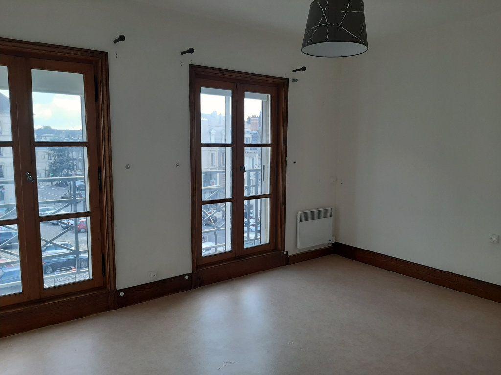 Appartement à louer 5 156.45m2 à Compiègne vignette-9