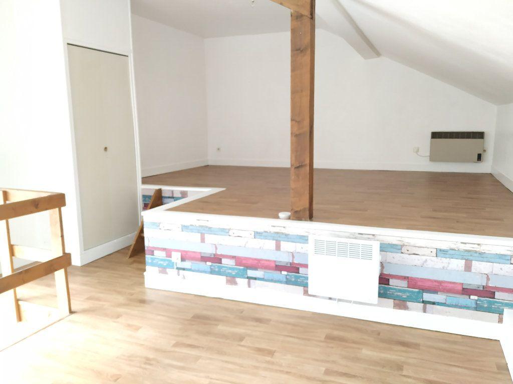 Appartement à louer 2 34.79m2 à Compiègne vignette-3