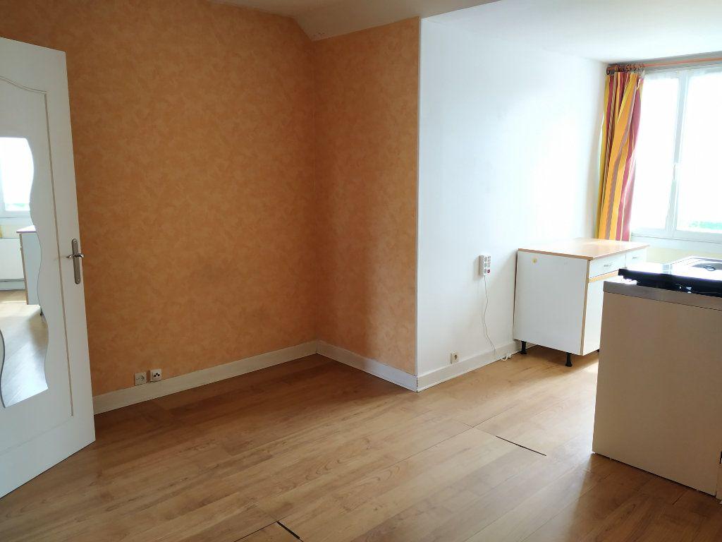Appartement à louer 1 26.74m2 à Compiègne vignette-3
