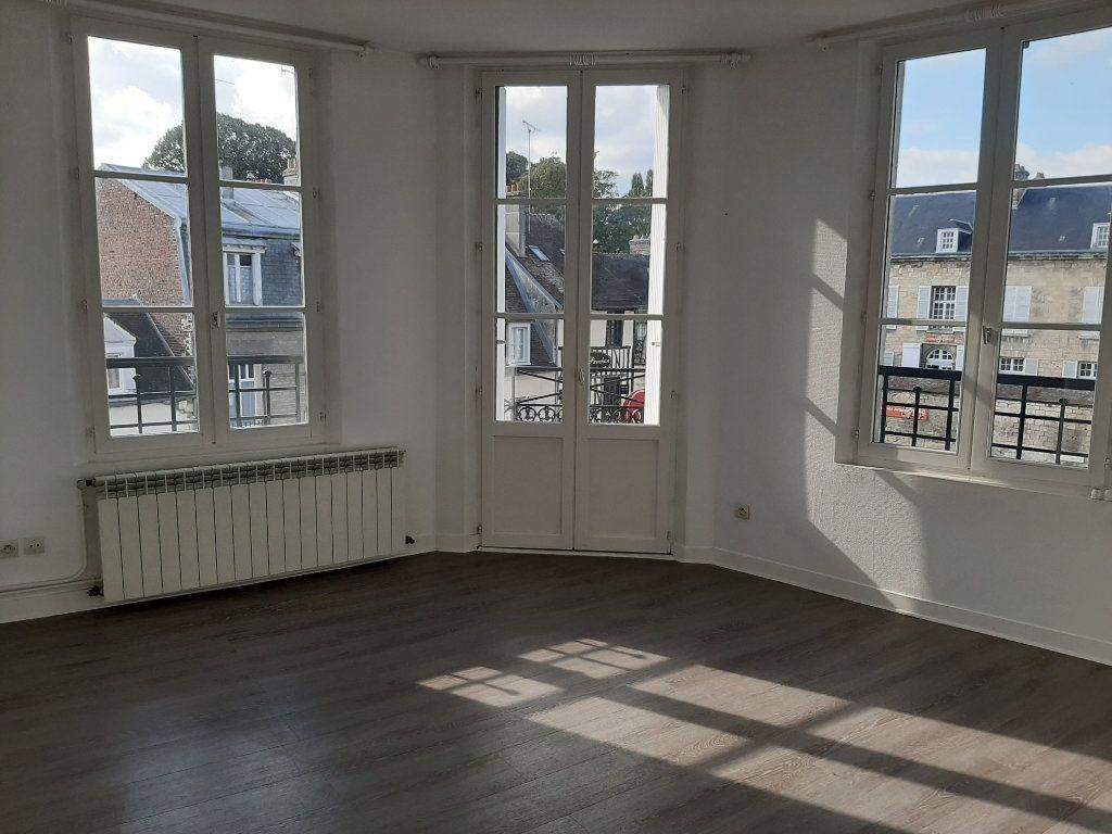 Appartement à louer 4 82.45m2 à Compiègne vignette-3