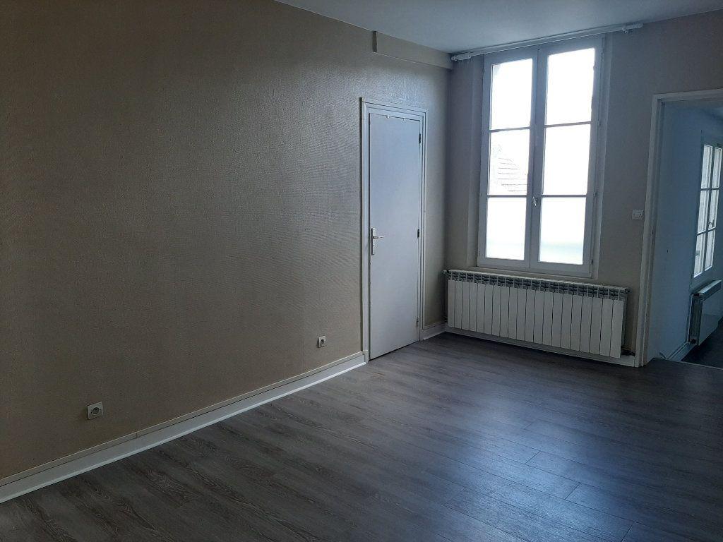 Appartement à louer 4 82.45m2 à Compiègne vignette-6