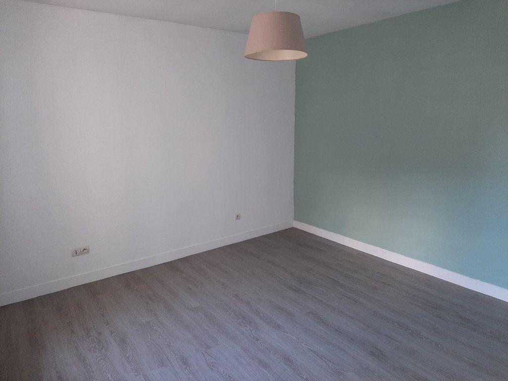Appartement à louer 4 82.45m2 à Compiègne vignette-7