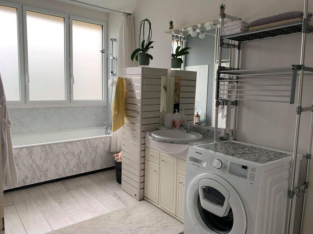 Appartement à louer 2 63.47m2 à Compiègne vignette-4