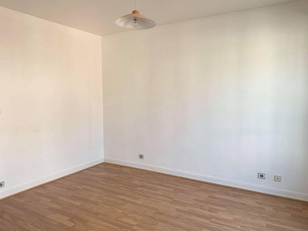 Appartement à louer 1 29.77m2 à Compiègne vignette-3