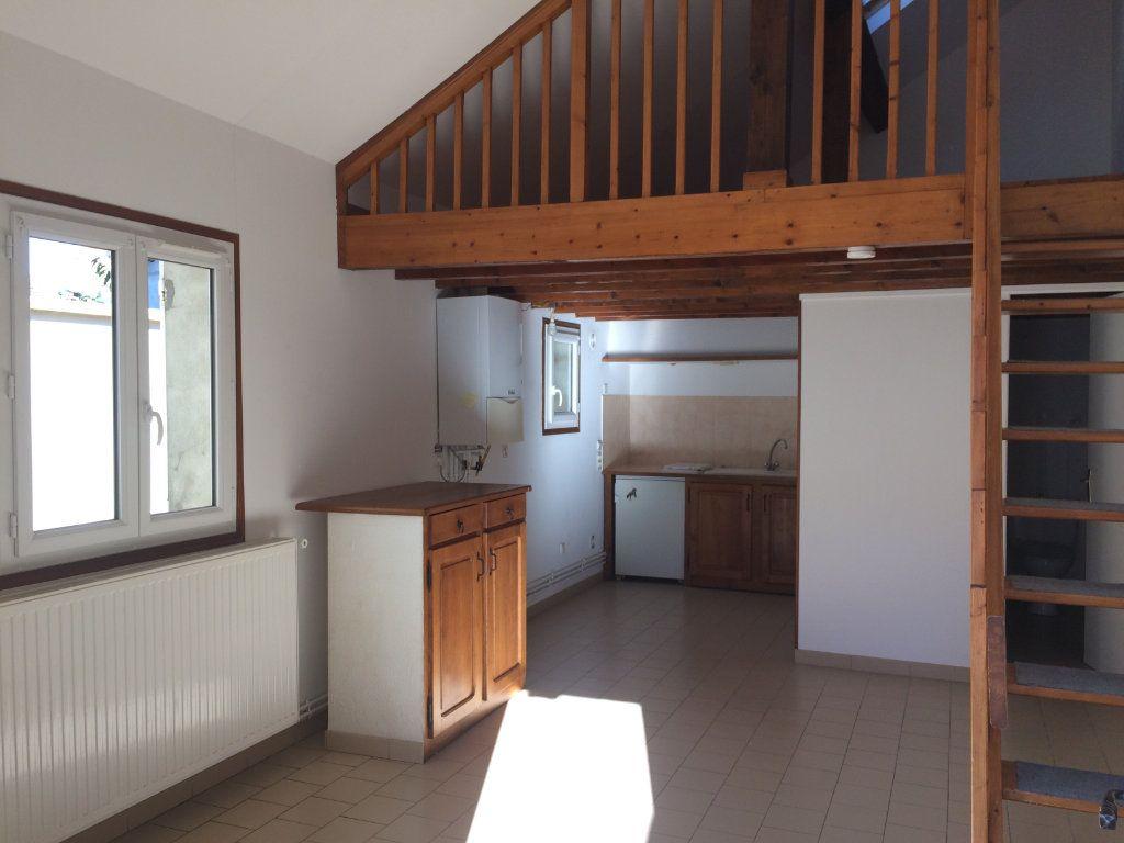 Maison à louer 2 26.98m2 à Lacroix-Saint-Ouen vignette-2
